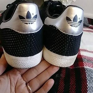 adidas Shoes - ADIDAS GAZELLE SNEAKERS SIZE 10